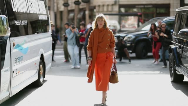 lisa aiken wearing orange knit and skirt with slit and bag heels is seen outside alexachung during london fashion week september 2018 on september 15... - skirt stock videos & royalty-free footage