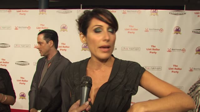 lisa edelstein on why she supports best friends animal society and on her experience with rescue animals at the 16th annual lint roller party at... - lisa edelstein stock videos and b-roll footage