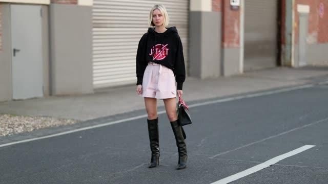 lisa hahnbueck is seen wearing black hoody jet set pink isabel marant shorts hermes kelly bag jimmy choo boots on may 5 2019 in duesseldorf germany - ノルトラインヴェストファーレン州点の映像素材/bロール
