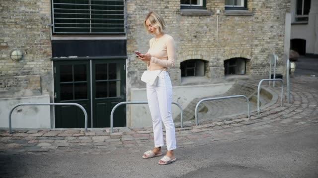 lisa hahnbueck wearing samsoe samsoe knit white redone jeans chanel slippers white chanel bag the copenhagen fashion week spring/summer 2019 on... - kopenhagen stock-videos und b-roll-filmmaterial