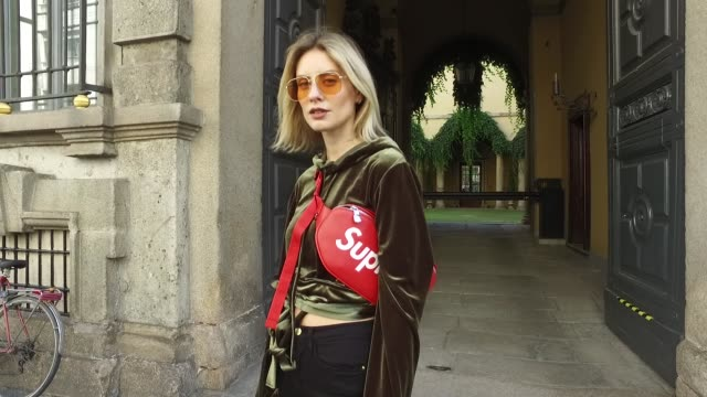 stockvideo's en b-roll-footage met lisa hahnbueck wearing y project velvet cropped hoodie frame high waisted crop jeans yeezy boots supreme x louis vuitton belt bag vogue eyewear x... - louis vuitton modelabel