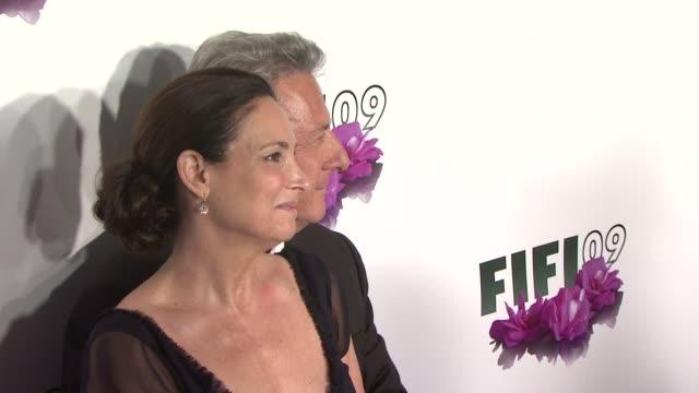lisa hoffman and dustin hoffman at the 2009 fifi awards at new york ny - dustin hoffman video stock e b–roll