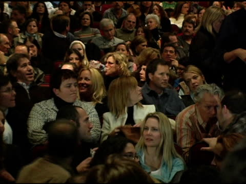stockvideo's en b-roll-footage met lisa kudrow at the 2005 sundance film festival 'happy endings' opening night premiere at the eccles theatre in park city, utah on january 20, 2005. - sundance film festival