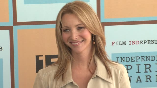 lisa kudrow at the the 21st annual ifp independent spirit awards in santa monica california on march 4 2006 - ifp independent spirit awards stock videos and b-roll footage