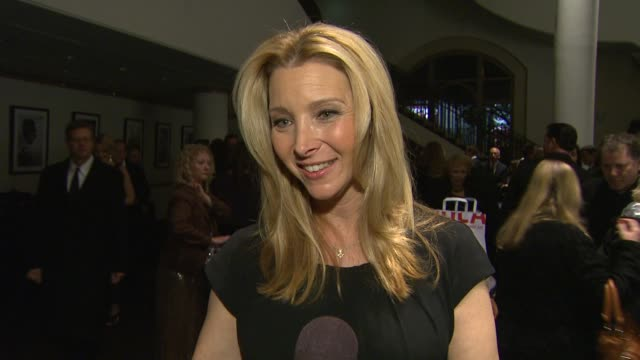 stockvideo's en b-roll-footage met lisa kudrow on maria bell on her mentors at the 14th annual women's image network awards on 12/12/12 in los angeles ca - women's image network awards