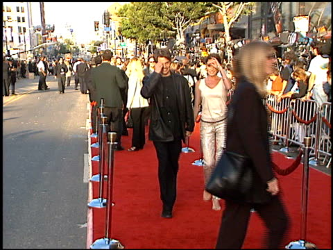 lisa linde at the 'mission: impossible 2' premiere at grauman's chinese theatre in hollywood, california on may 18, 2000. - teatro cinese tcl video stock e b–roll
