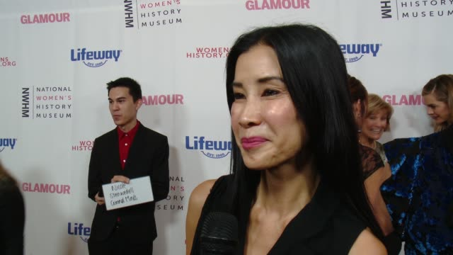interview lisa ling at women making history awards honoring kerry washington instagram coo marne levine spacex president coo gwynne shotwell at the... - direttrice video stock e b–roll