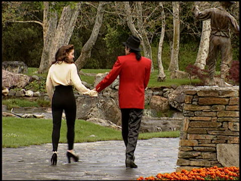 lisa marie presley at the neverland ranch with michael and lisa at neverland ranch in santa ynez valley, california on april 18, 1995. - ネバーランドバレーランチ点の映像素材/bロール