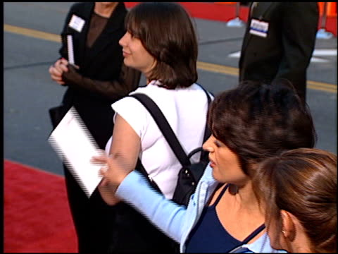 stockvideo's en b-roll-footage met lisa rinna at the 'cable guy' premiere at grauman's chinese theatre in hollywood, california on june 10, 1996. - mann theaters