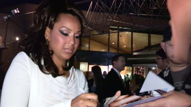 lisaraye mccoy greets fans at the 22nd annual naacp theatre awards in los angeles 11/05/12 - lisaraye mccoy stock videos & royalty-free footage