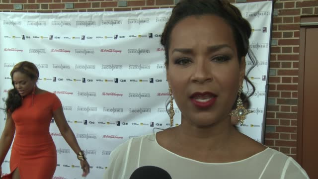 lisaraye mccoy shares her reaction to being honored at the 2012 diamond awards hosted by the not alone foundation on 3/17/2012 in atlanta ga united... - lisaraye mccoy stock videos & royalty-free footage