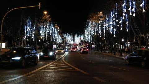 stockvideo's en b-roll-footage met lissabon avenue at night - brede straat