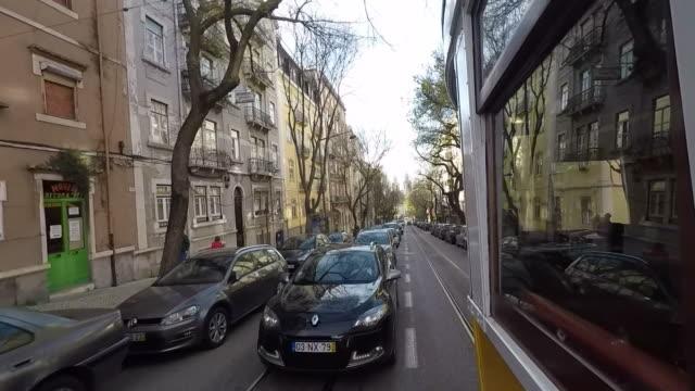 vídeos y material grabado en eventos de stock de lisboa en tranvía - tranvía