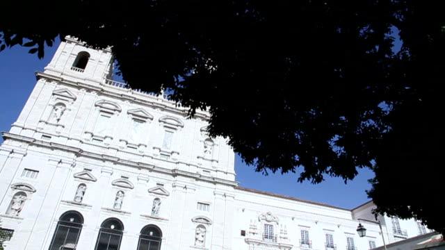 vídeos y material grabado en eventos de stock de iglesia de lisboa - castillo estructura de edificio