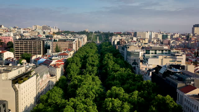 stockvideo's en b-roll-footage met lisbon downtown aerial footage from avenida da liberdade and hilly sides of the city - liberdade