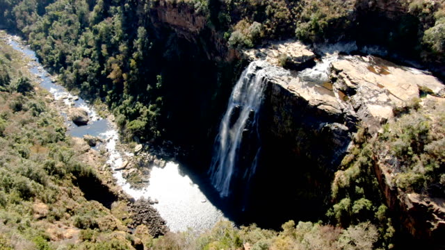 lisbon falls in graskop, mpumalanga/aerial view, south africa - drakensberg mountain range stock videos & royalty-free footage