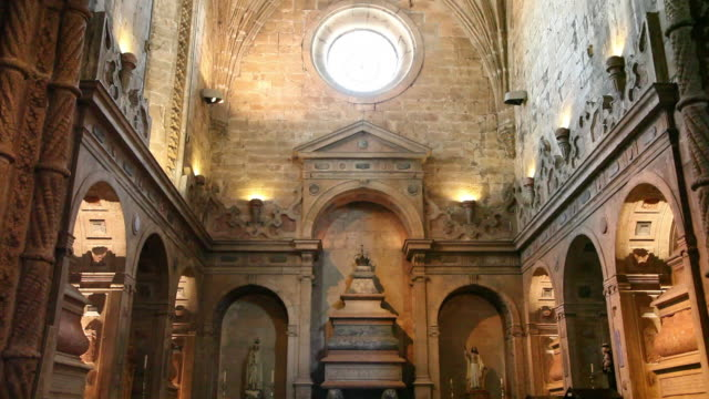 lisbon, jeronimos monastery, hieronymites monastery (mosteiro dos jeronimos), royal tombs in the church - mosteiro dos jeronimos stock videos and b-roll footage