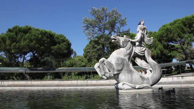 vídeos y material grabado en eventos de stock de lisbon, monument in park eduardo vii - eduardo vii park