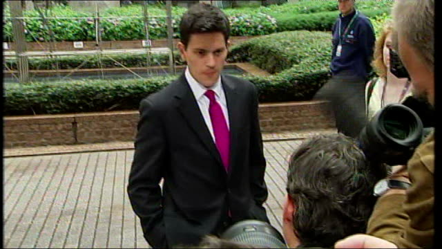 vídeos y material grabado en eventos de stock de aftermath of ireland rejection; ext david miliband mp out of car and up to press david miliband mp speaking to press sot - saying not going to get... - monty python