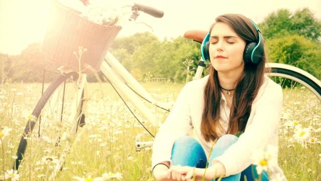 Musik hören, Kopfhörer. Fahrrad-Fahrt-Rest.