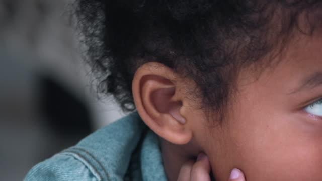 vídeos de stock, filmes e b-roll de ouvir - whispering