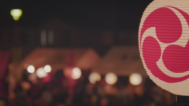 ms lit paper lanterns at night, summer festival, funabashi, chiba prefecture, japan - 伝統的な祭り点の映像素材/bロール