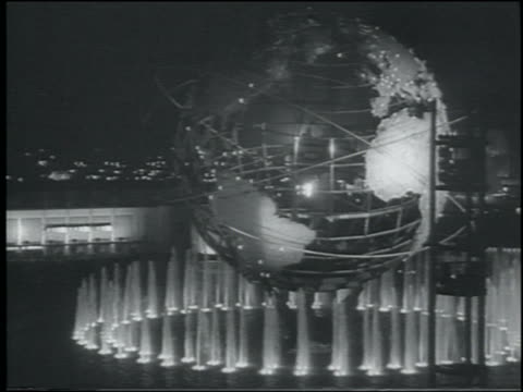 vidéos et rushes de b/w 1964 lit unisphere surrounded by fountains at night / ny world's fair - exposition universelle de new york