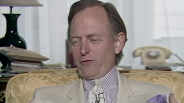 author tom wolfe dies aged 88; as100288025 / tx 10.2.1988 england: london: connaught hotel: int tom wolfe interview sot - literature stock-videos und b-roll-filmmaterial