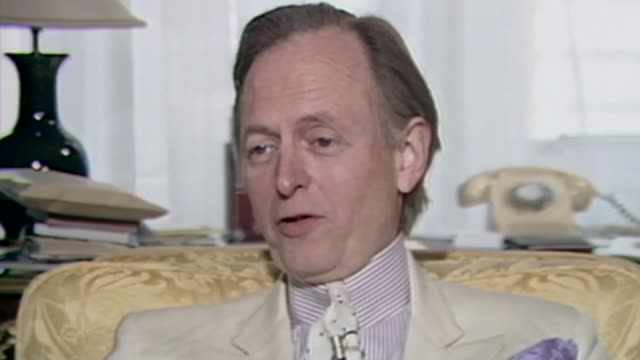 author tom wolfe dies aged 88; as100288025 / tx 10.2.1988 england: london: connaught hotel: int tom wolfe interview sot - literature 個影片檔及 b 捲影像