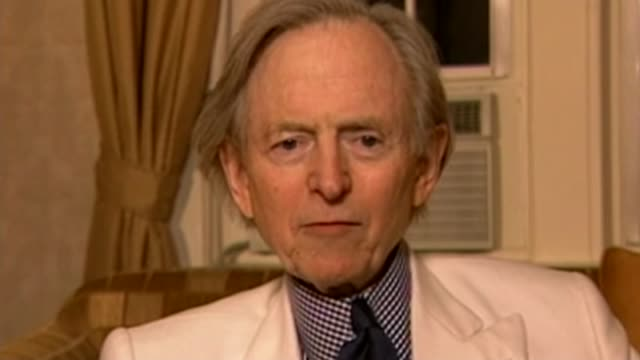 author tom wolfe dies aged 88 t02110449 / 2112004 various of author and journalist tom wolfe giving interview to channel 4 news presenter jon snow - jon snow journalist stock-videos und b-roll-filmmaterial
