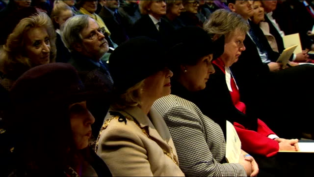 vídeos de stock e filmes b-roll de charles dickens bicentenary celebrations int dr rowan williams speaking in pulpit and people in audience dr rowan williams speaking at pulpit sot he... - charles dickens
