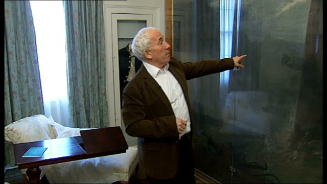 charles dickens museum re-opens after a refurbishment; england: london: bloomsbury: charles dickens museum: int actor simon callow pointing out stage... - literature stock-videos und b-roll-filmmaterial