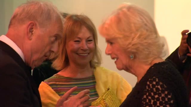 duchess of cornwall attends man booker prize 2018 england london guildhall camilla duchess of cornwall chatting with various people / books on... - booker prize stock-videos und b-roll-filmmaterial