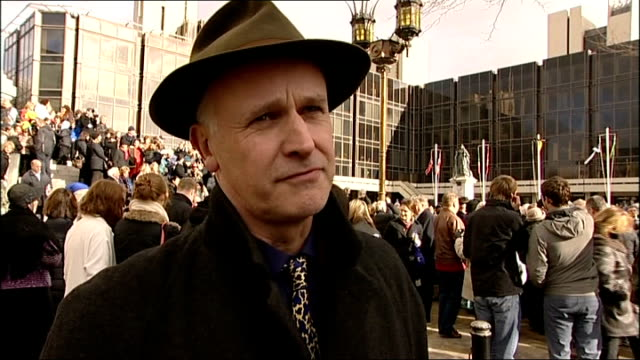 statue of charles dickens unveiled in portsmouth; martin jennings interview sot / crowd of people in square - literature stock-videos und b-roll-filmmaterial