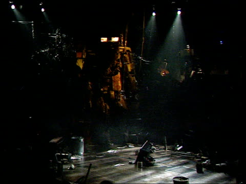 ted hughes' 'the iron man' rehearsals for the iron man rock opera in progress featuring robotic 'iron man' singing on stage sot end - モダンロック点の映像素材/bロール