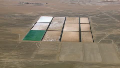 stockvideo's en b-roll-footage met lithium mine field - mijnindustrie