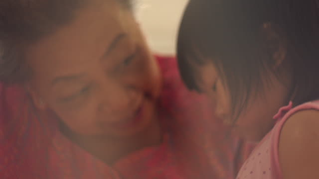 vídeos de stock, filmes e b-roll de bebê pequeno e avó - filha