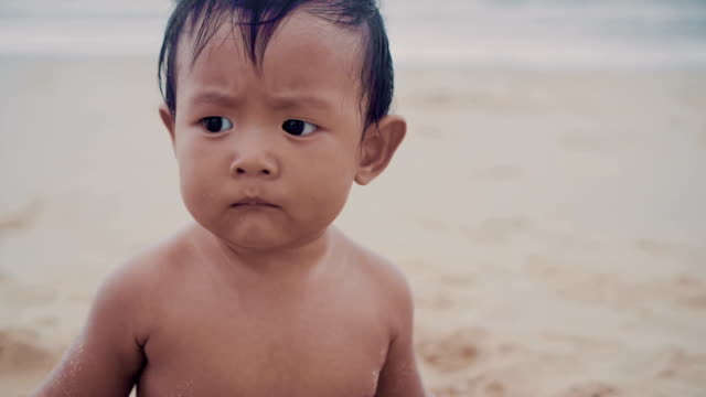 little baby boy (6-11 months) crawling and sitting on beach. - 6 11 months stock videos & royalty-free footage