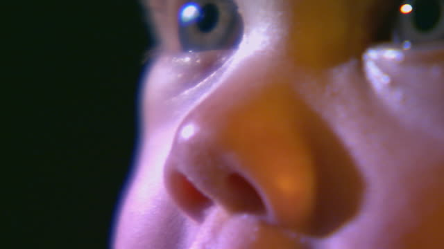 vídeos de stock, filmes e b-roll de little baby boy extreme close up on his eye's - veja outros clipes desta filmagem 1114
