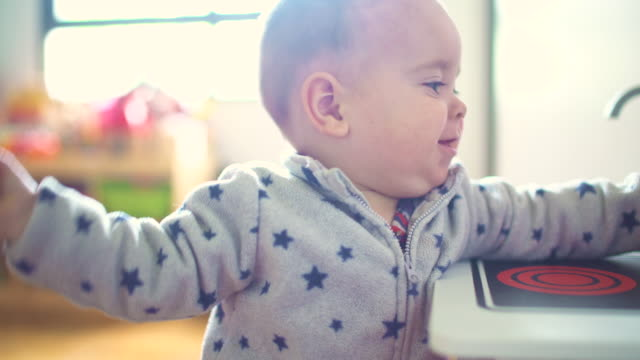 stockvideo's en b-roll-footage met little baby happy playing with a kitchen toy - alleen één jongensbaby