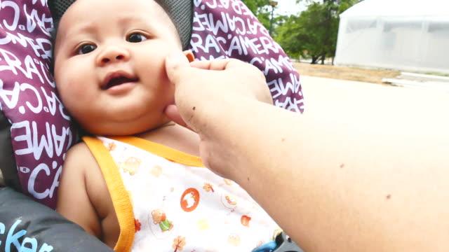 wenig baby lächeln - ekel stock-videos und b-roll-filmmaterial