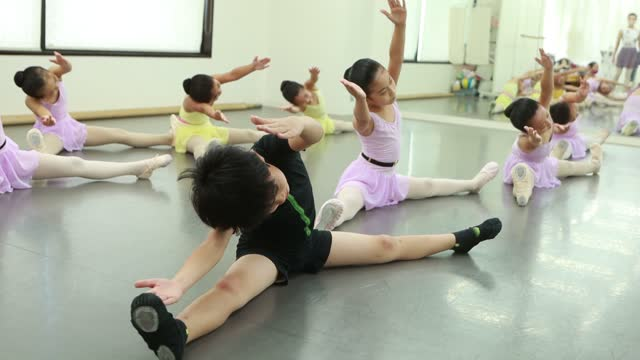 little ballerinas at ballet dance class in asia - 8 9 years stock videos & royalty-free footage