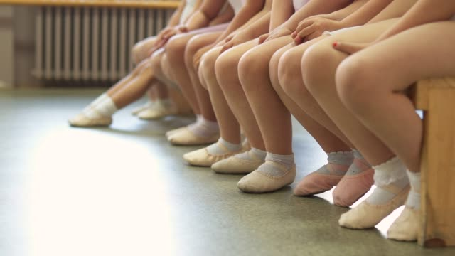 kleine ballerinas füße - ballett stock-videos und b-roll-filmmaterial