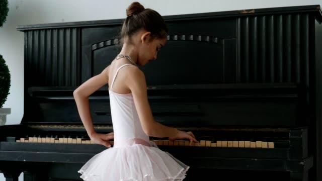 little ballet-dancer standing on tiptoes - body abbigliamento sportivo video stock e b–roll