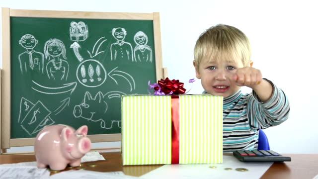 少年と実りあるビジネス計画 - 金銭に関係ある物点の映像素材/bロール