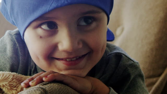 little boy 化学療法 - 白血病点の映像素材/bロール