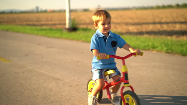 little boy learning on his walking bike - 30 sekunden oder länger stock-videos und b-roll-filmmaterial