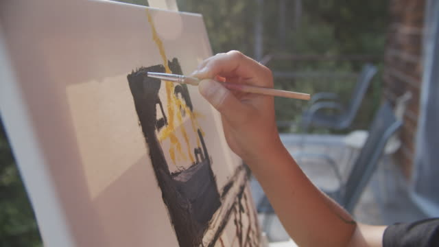 キャンバスに描く小さな男の子 - 絵筆点の映像素材/bロール