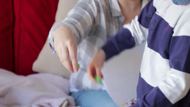 liten pojke leker med hans slem - slimy bildbanksvideor och videomaterial från bakom kulisserna