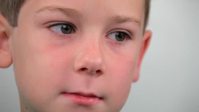 ragazzino pensare - chiedere video stock e b–roll